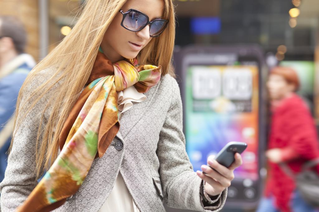 mobile_woman