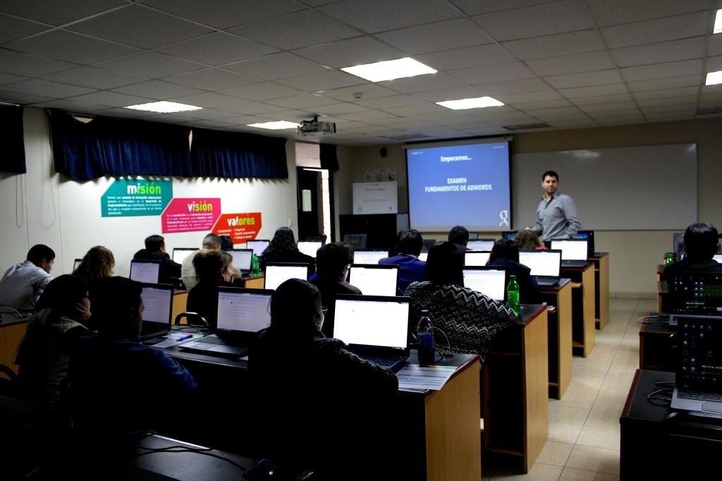 Google Academy Fundamental Peru2015 03 1024x682 Certificacion Oficial de Google Adwords en Latinoamérica